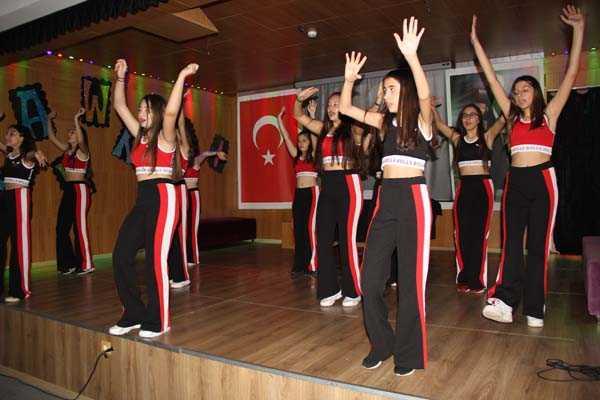 2017-2018 GAZİEMİR KAMPÜS 7. SINIFLAR YABANCI DİLLER GECESİ
